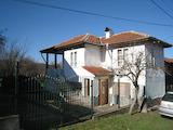 Ремонтирана двуетажна къща с двор близо до Кюстендил