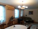 Обширен тристаен апартамент близо до Приморски парк