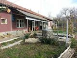 Едноетажна къща в село на 3 км от гр. Полски Тръмбеш
