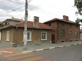 Две къщи с двор близо до центъра на Първомай