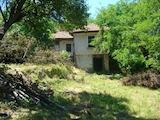 Двуетажна къща за ремонт само на 14 км от гр. В.Търново