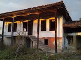 Двуетажна масивна  къща в село само на 26  км от гр. В. Търново