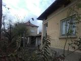 Eдноетажна къща с гараж  в село на 8 км  от гр. Павликени