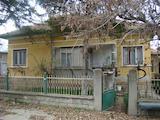 Масивна къща с лятна кухня и гараж в село до Видин