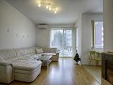 Слънчев тристаен апартамент в затворен комплекс