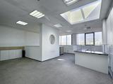 Просторен офис с красива гледка в бизнес сграда до НДК