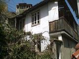 Двуетажна къща за ремонт в старата част на Велико Търново