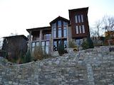 Хотел, състоящ се от две триетажни къщи в архитектурно-исторически резерват
