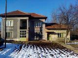 Двуетажна къща с гараж в село на 39 км от Велико Търново