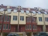 Просторен четиристаен апартамент с дворно място до Мол България