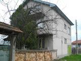 Голяма масивна къща с гараж близо до Павликени