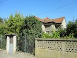 Еднофамилна къща с двор само на 25 км от гр. В.Търново