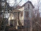 Двуетажна къща с двор само на 38 км от Велико Търново