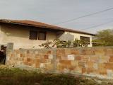 Двуетажна къща с двор на 7 км от град Севлиево