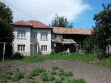 Двуетажна къща с гараж на 20 км от град Севлиево