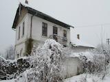 Двуетажна къща с голям двор само на 17 км от Велико Търново