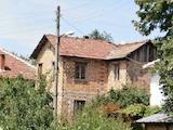 Двуетажна масивна къща в сeло на 30 км от В. Търново