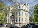Сграда архитектурен паметник в сърцето на Варна, до Шишкова градина