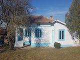 Ремонтирана къща в българско село до язовир