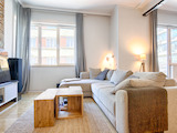 Просторен дизайнерски апартамент в топ центъра на София