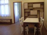 Обзаведен тристаен апартамент под наем в центъра на София
