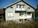 Двуетажна голяма къща в село само на 19 км от гр. Габрово