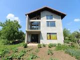 Триетажна къща с двор на 5 км от Велико Търново