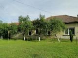 Едноетажна къща с голям двор в село на 32 км от град Плевен