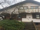 Двуетажна къща с двор на 24 км от София
