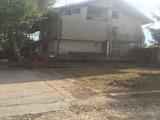 Tриетажна къща  с двор на 50 км от град Плевен