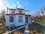 Новопостроена къща в село Чернево