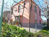 Двуетажна къща за продажба в село Гълъбец