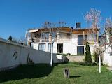 Двуетажна  къща с басейн в  двора,  на 5 км от Велико Търново