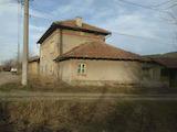 Двуетажна къща в село на 39 км от Велико Търново