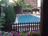Самостоятелна къща с басейн в Божурище