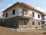 Lovely, 2-storey House with Yard in Banite Village