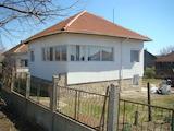 Масивна къща с гараж, село Градец