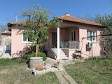Поддържана къща с двор на 11 км от Асеновград