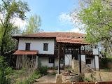Възрожденска  къща с голям двор, на 11 км от гр. Габрово