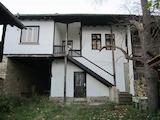 Реновирана двуетажна къща с двор на 25 км от град Ловеч