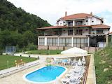 Семеен хотел с басейн на 28 км от град Севлиево