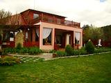 Къща с красив двор в с.Кътина