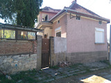 Eдноетажна къща с гараж и двор  на 35 км от гр. Павликени