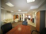 Просторен офис до хотел Маринела и метростанция Джеймс Баучер