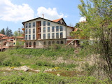 Хотел в населено място с минерален извор
