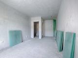 Тристаен апартамент на шпакловка и замазка с паркомясто до мол София