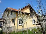 Двуетажна къща в село Оризаре