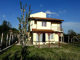 Триетажна къща за продажба близо до Слънчев бряг