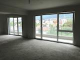 Тристаен апартамент на шпакловка и замазка до Парадайс Мол