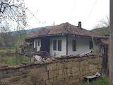 Двуетажна къща във възрожденски стил на 2 км от  град Елена
